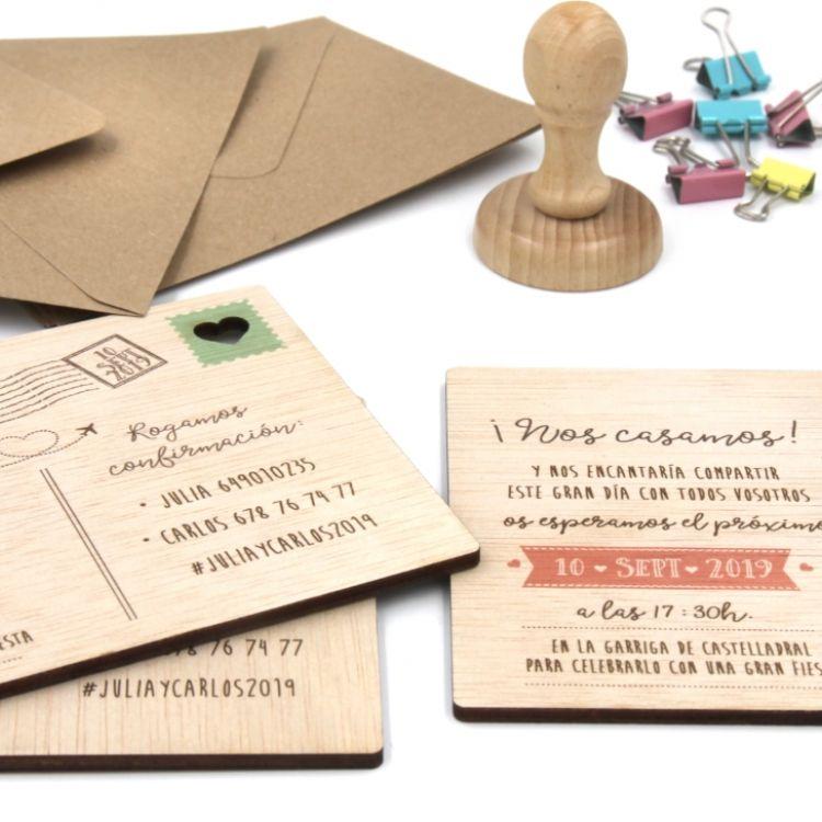 Invitación Modelo Postal de Madera